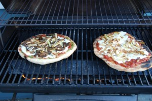 pizzas-on-grill
